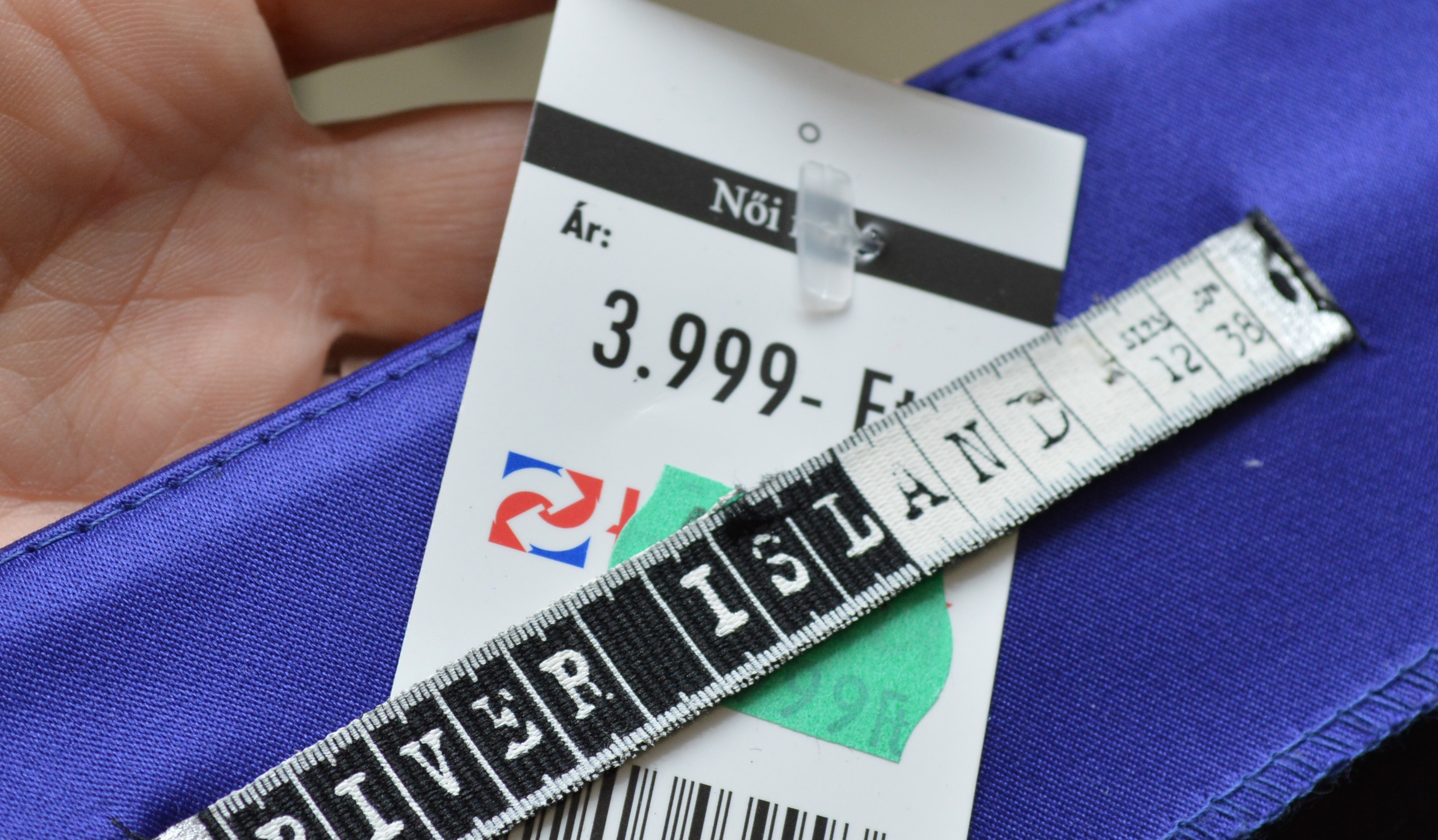 361da40c4a Sokan panaszkodnak manapság, hogy már a használtruha-piac sem a régi. Egyre  drágábbak a levetett darabok, egyes üzletekben 4-5 ezer forintba kerülnek a  ...