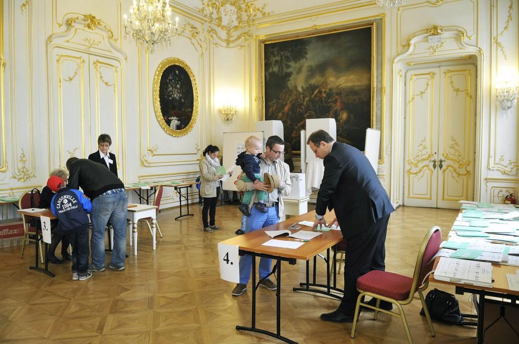 Szavazás a bécsi magyar nagykövetségen