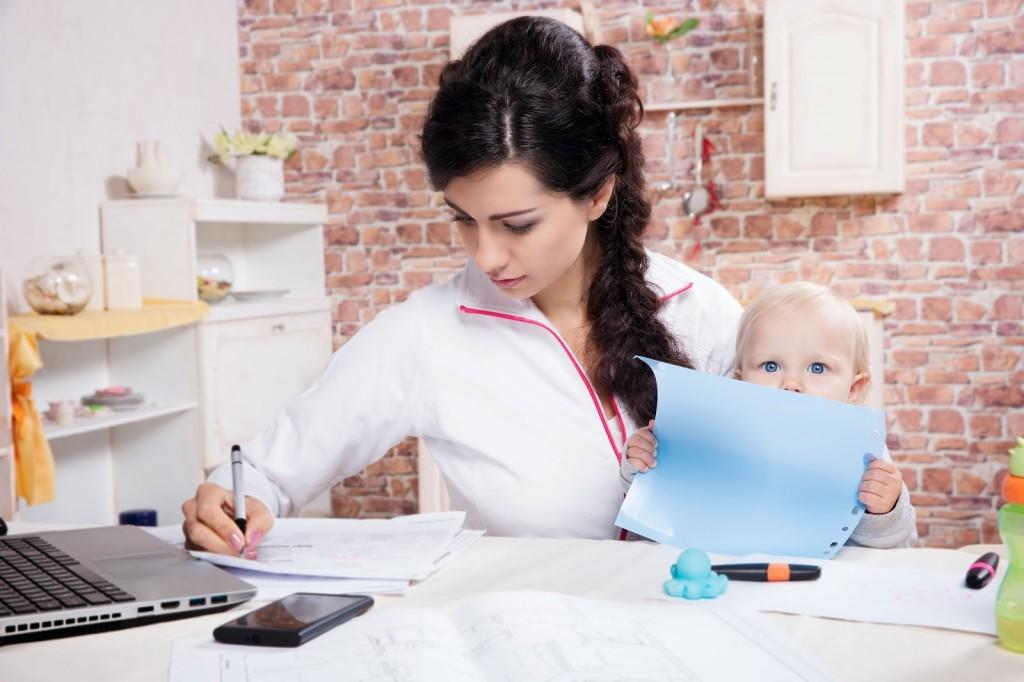 dolgozó nő, munka, állás, gyerek, gyes, gyed
