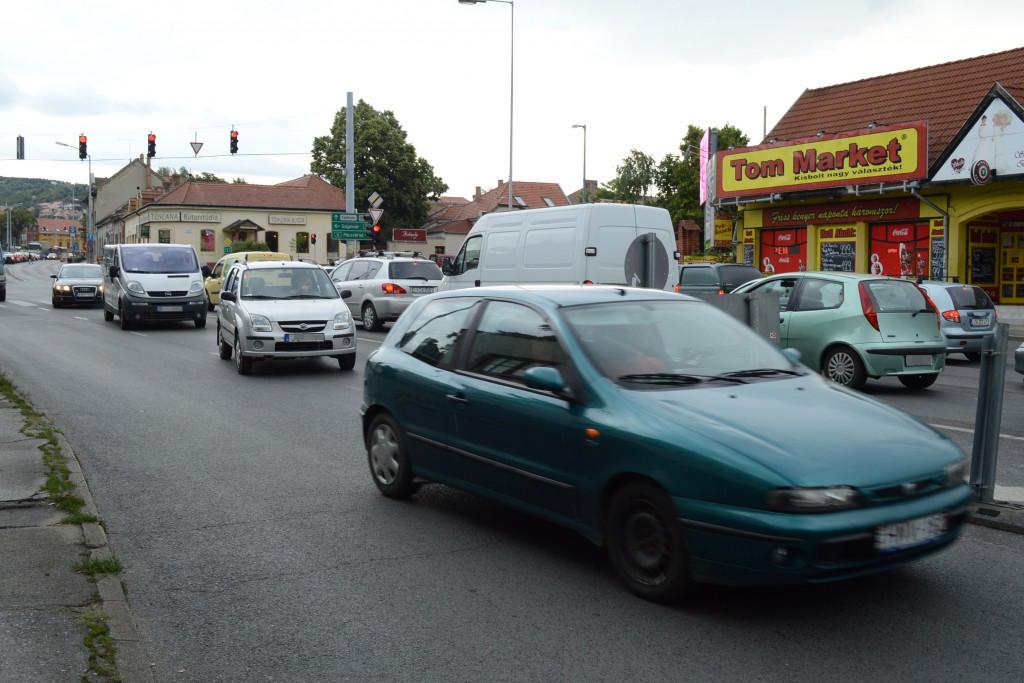 Kerülgetini kell Pécs egyik legforgalmasabb pontján - szerdáig