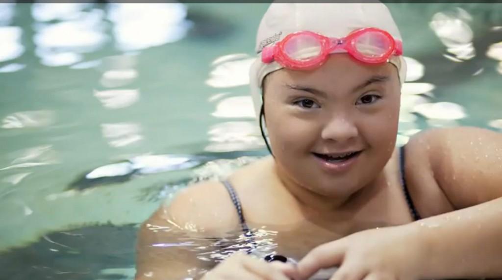 Down-kór, úszás, fogyatékos