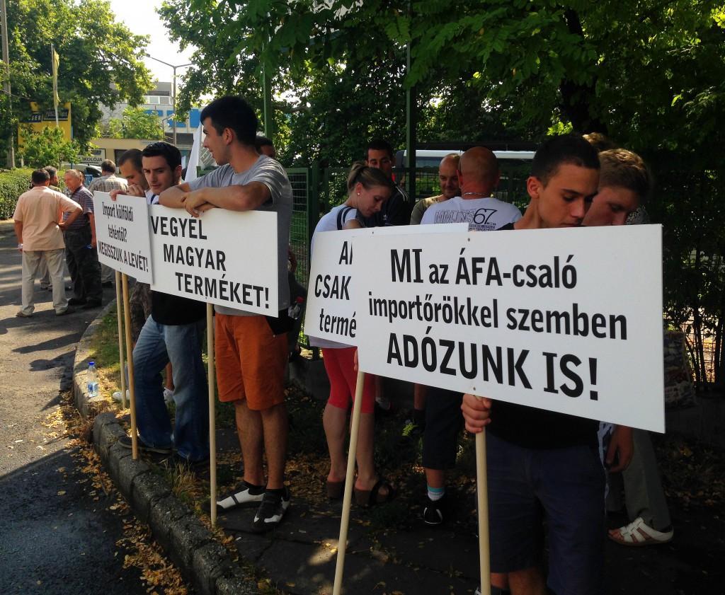 Tüntetés, tej