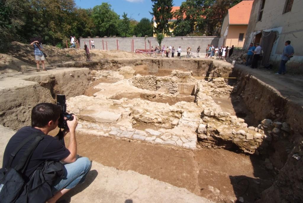 Ha lesz rá pénz, a romok fölé is üvegpadlót építenének