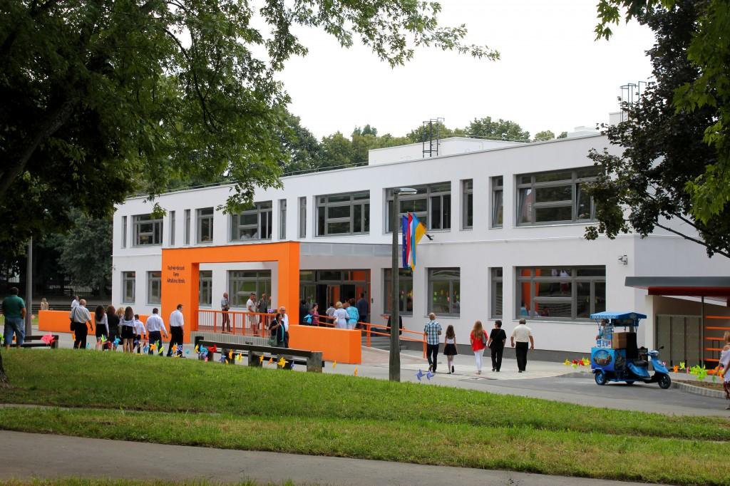 Testvérvárosok terei iskola, TVT7