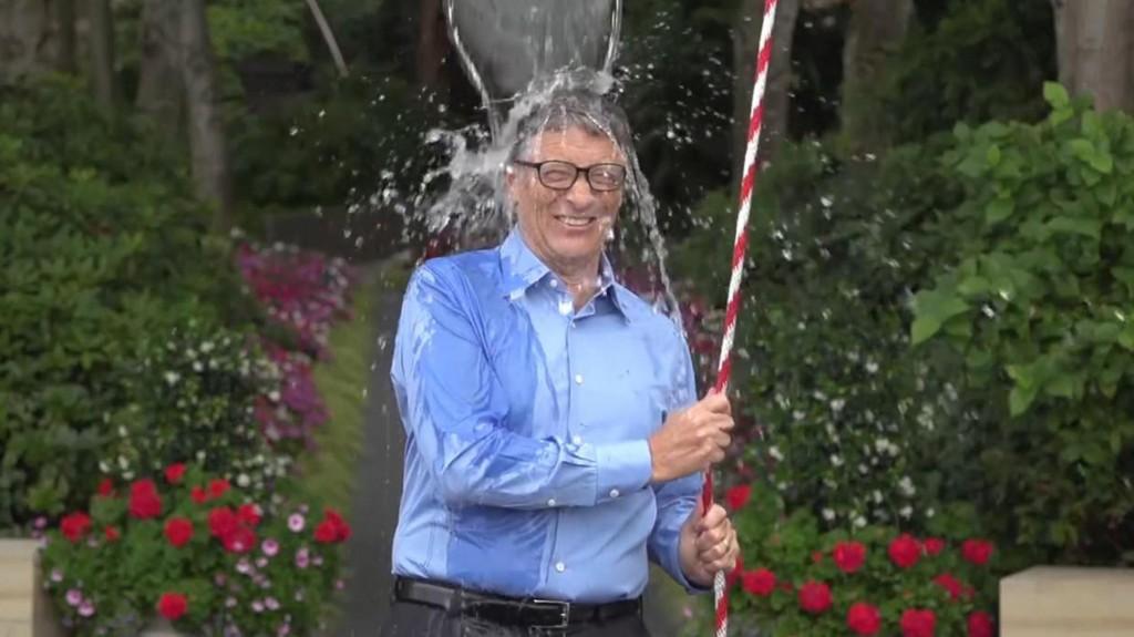 Bill Gates volt ez egyik első híresség, aki magára borította a jeges vizet