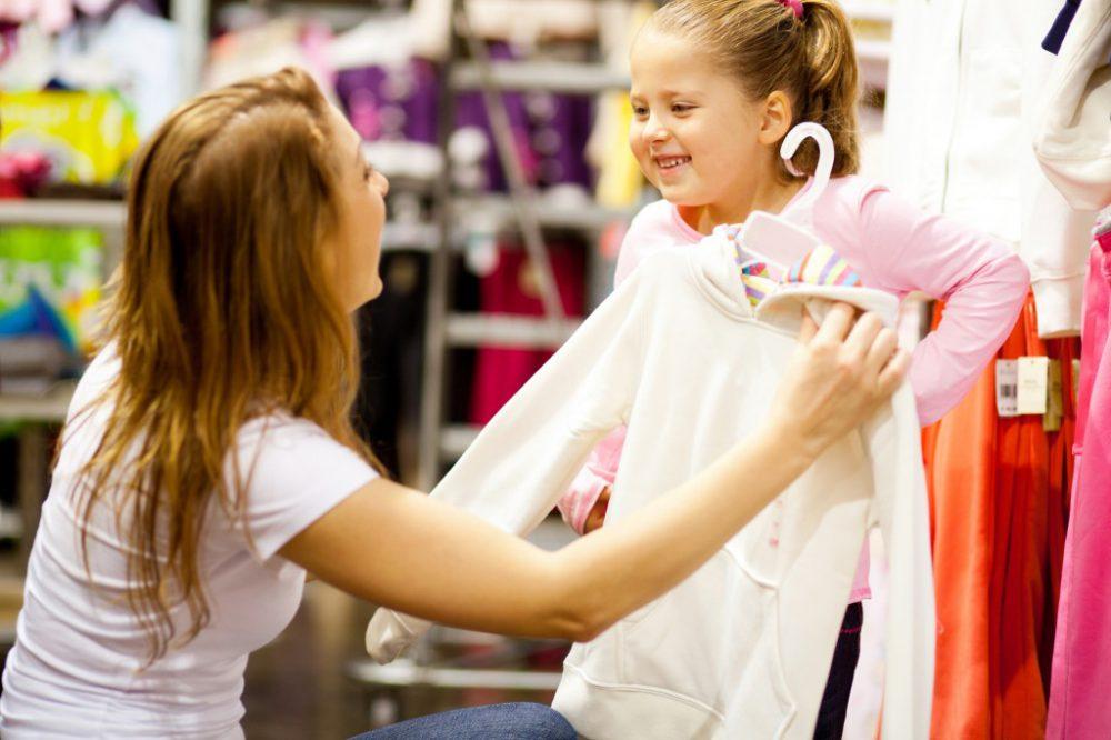 Anyuka, gyerek, vásárol, ruha, baba, lány