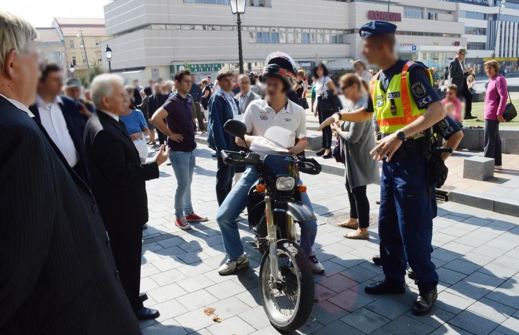 Motoros, rendőr2