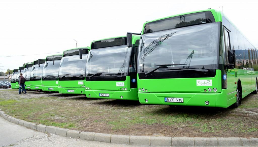 """A """"majdnem Zsolnay-színű"""" buszok"""