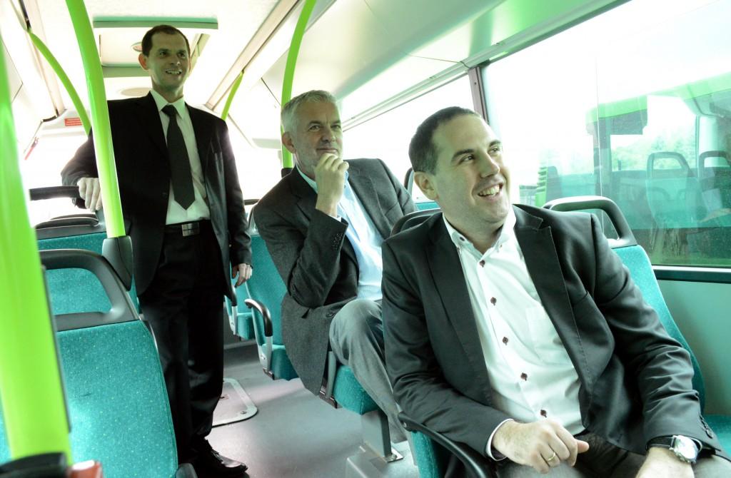 Örülhet ennél jobban ember egy új busznak?