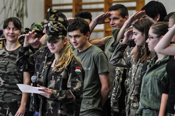 A szecskák esküje katonás rendben zajlik