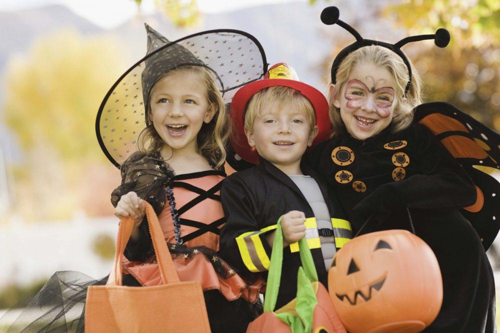 Halloween, jelmez, gyerekek