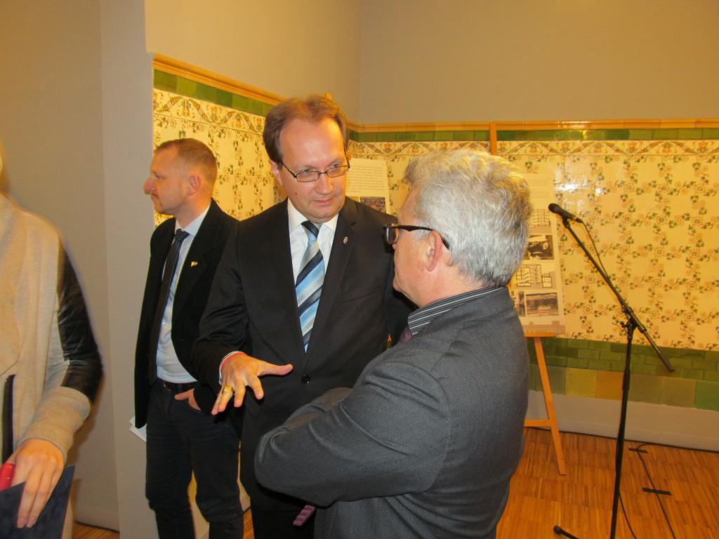 Dr. Hoppál Péter és Márta István az építészetről beszélgetnek