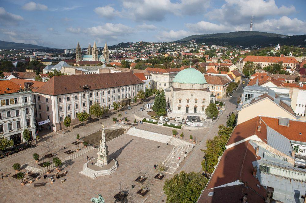 Pécs, Széchenyi tér - Fotó: MTI