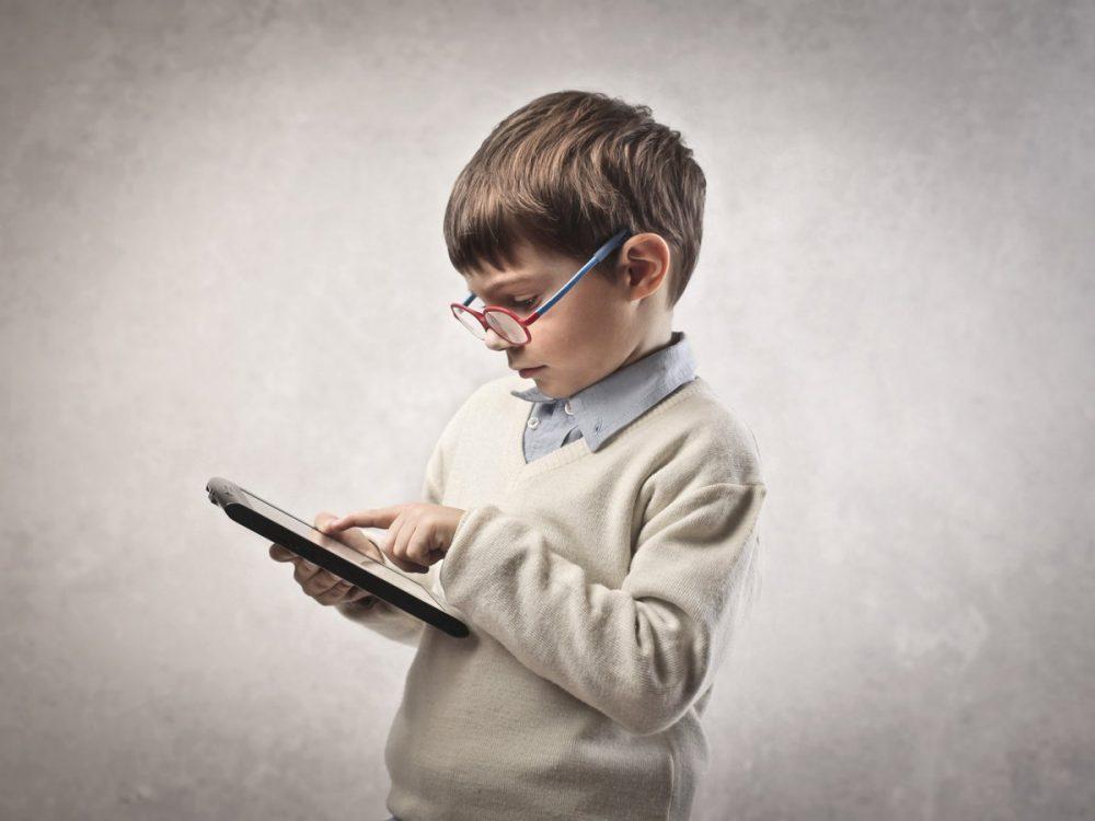 Tanul, fiú, gyerek, tablet, internet, iskola
