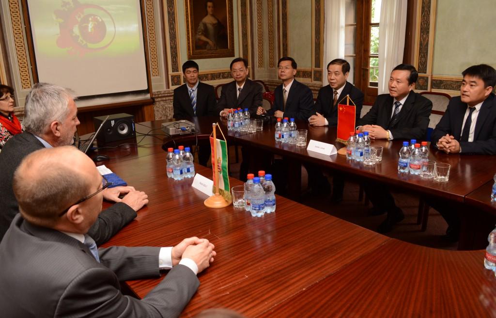 kínai delegáció2