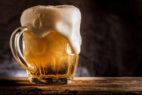 """Ha kérdeznék, miért """"kóstolunk vissza"""" annyiszor egy sört? A válasz: a sör illata és íze ugyanúgy kinyílik melegedés közben, mint minden más nemes italé"""