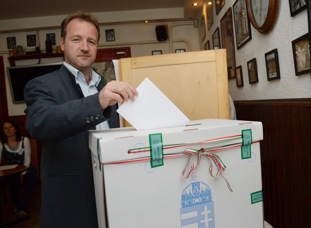 szavazás-kővári jános