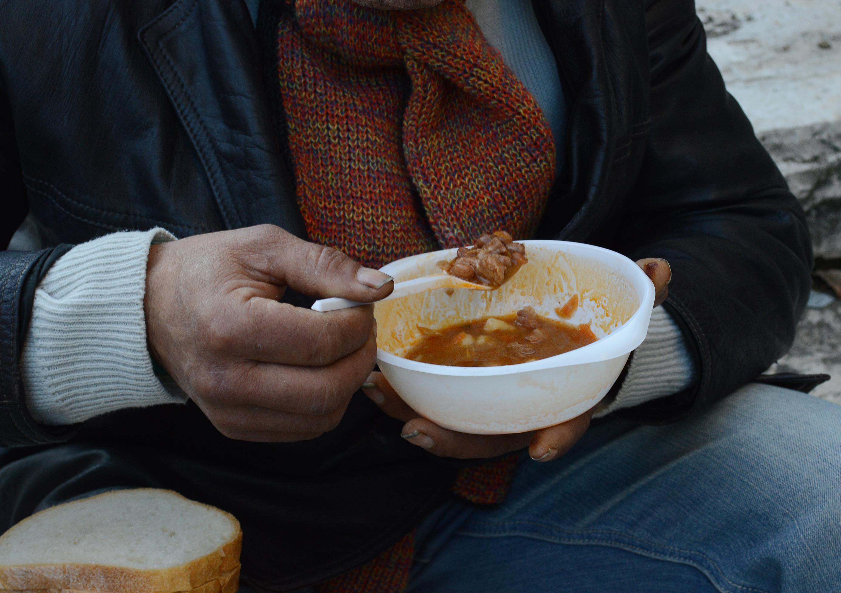 ételosztás hajléktalanoknak4