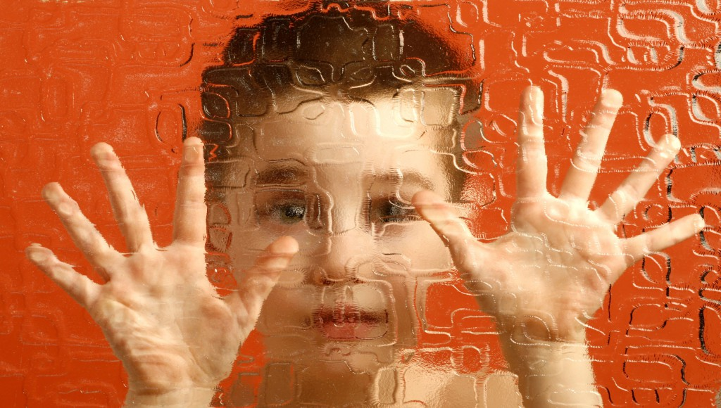 autista gyermek, beteg, fogyatékkal élő