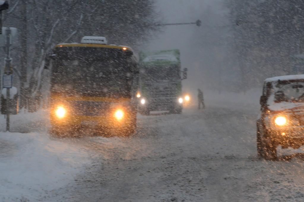 hó-komlói út-elakadt busz, kamion