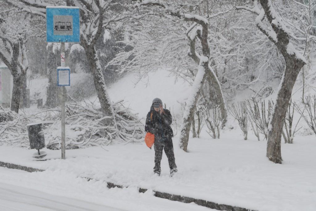 hó21-buszra várva-engel jános út