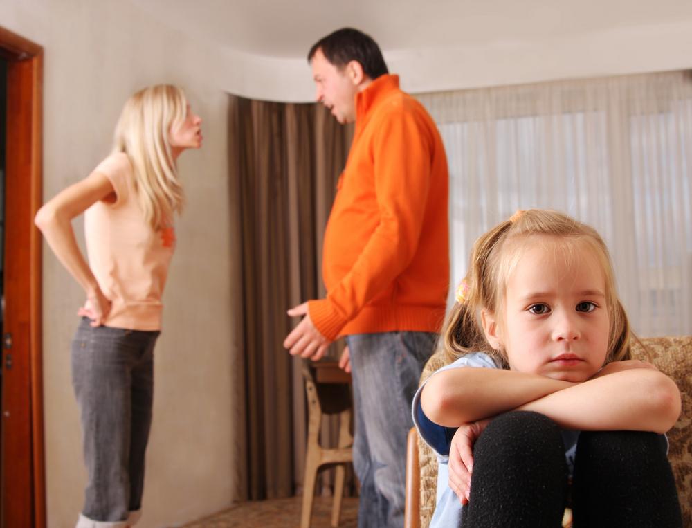 alkoholista, veszekedés, család, gyerek, szülők