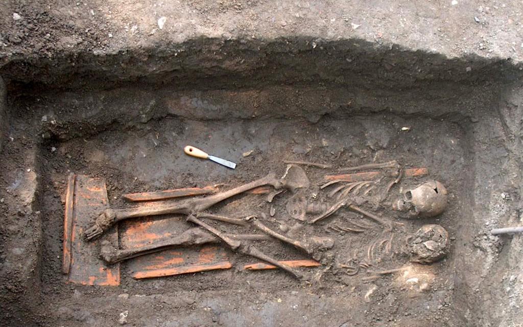 Az Árkád alatt rengeteg sírhely van