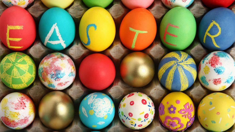 dd9ce9daee A sonka, torma, újhagyma, főtt tojás kombó mellett a húsvét egyik legjobb  része (a nők és gyerekek szerint legalábbis) a tojásfestés-hadművelet.