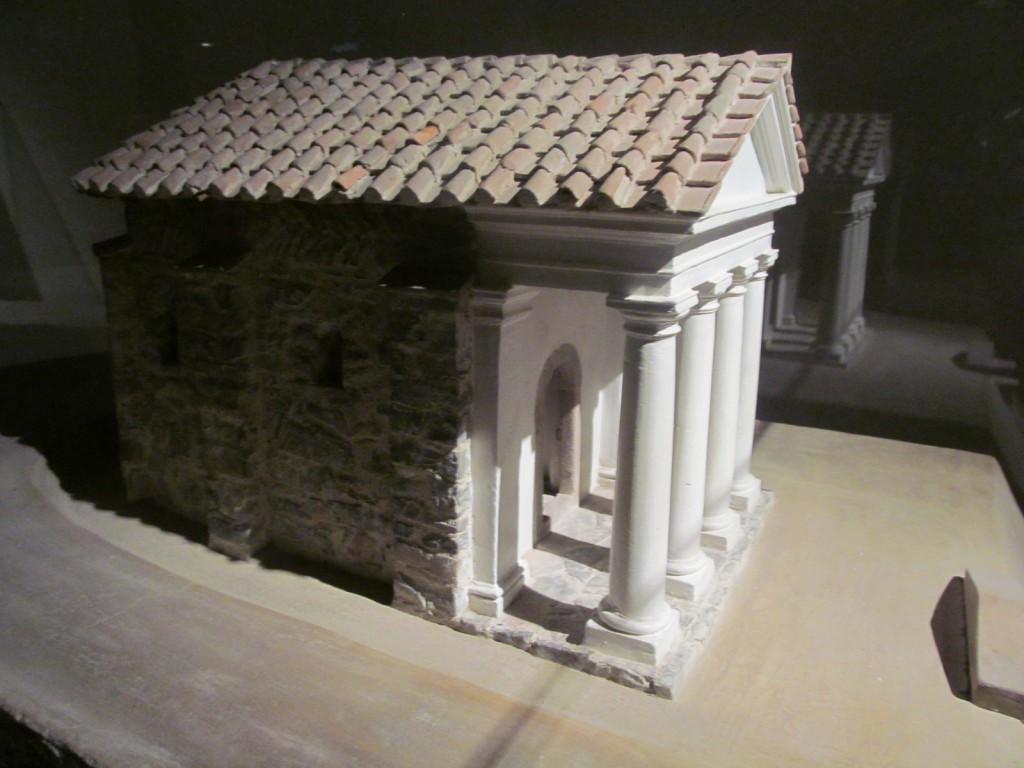 A kiállításon számos hasonló makett látható