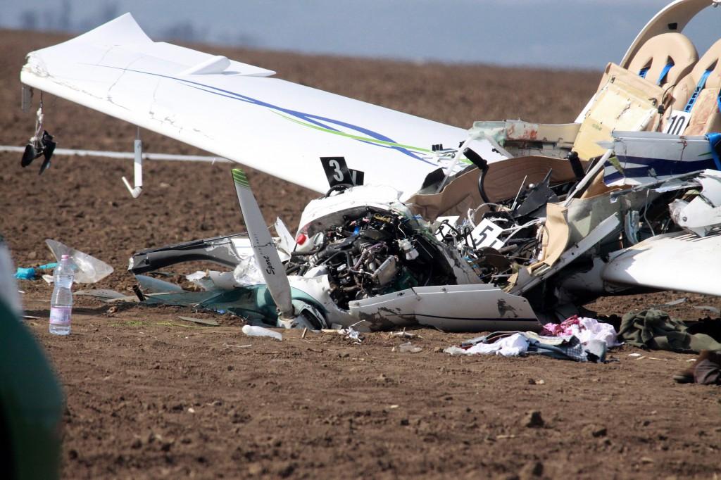 Lezuhant egy sportrepülõgép Úrhida közelében, egy ember me