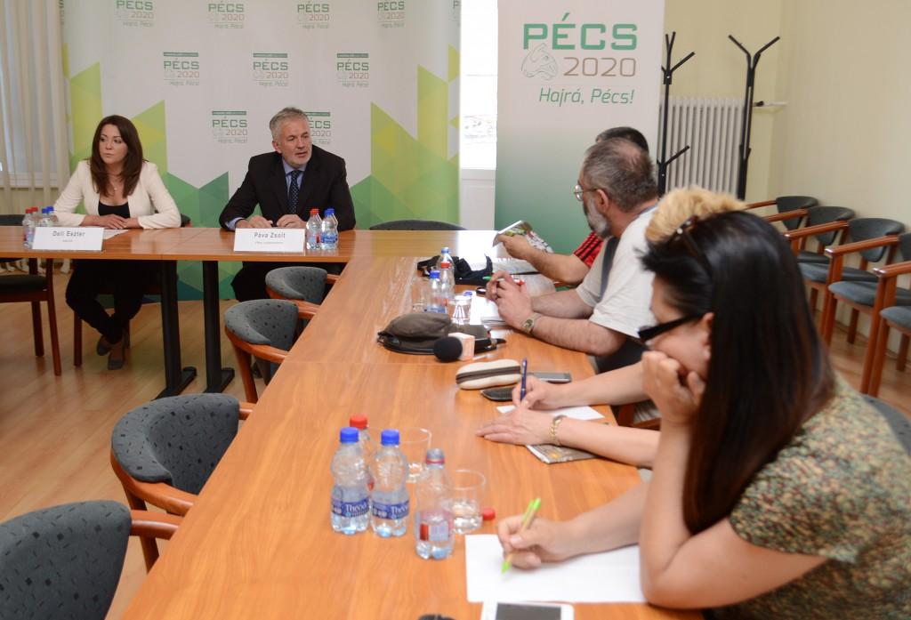 Deli Eszter városházi szóvivő és Páva Zsolt polgármester