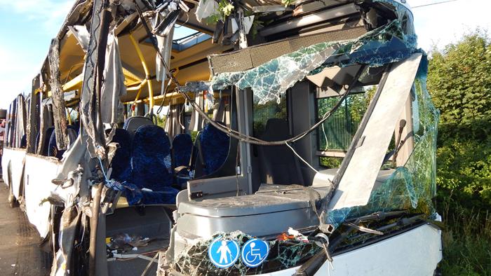 Gyerekek is megsérültek ezen a buszon