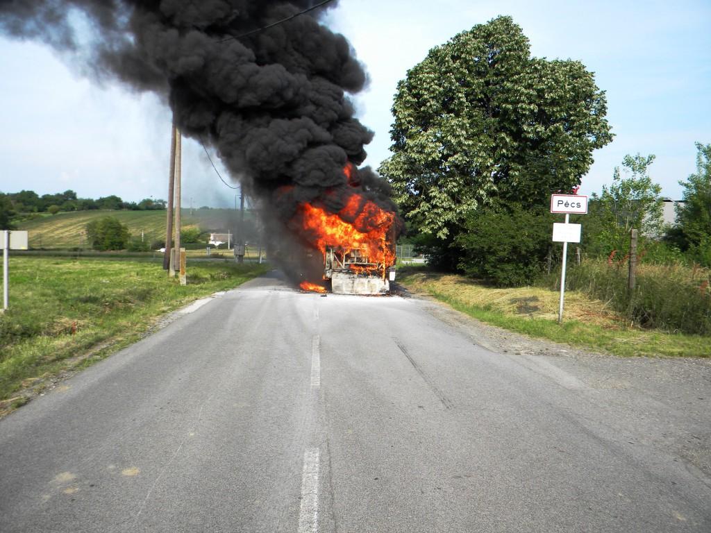 Busz, baleset, tűz1