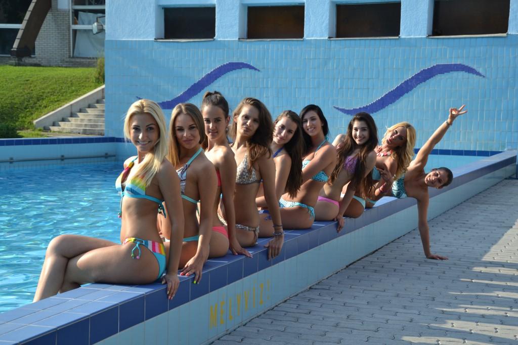 Hullám, bikini, lányok (4)
