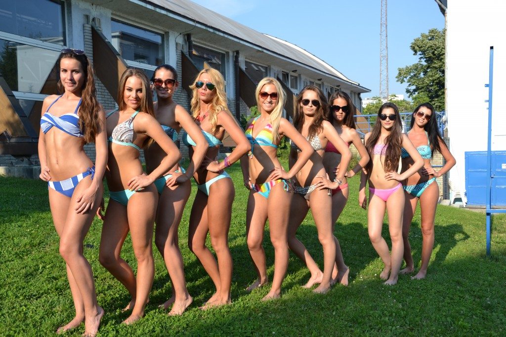 Hullám, bikini, lányok (6)