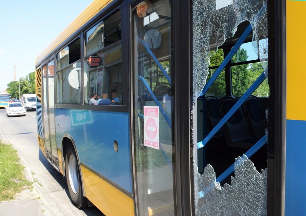 balokány, busz törés, verekedés1