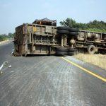 Felborult egy kamion az M6-oson