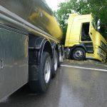 Szalagkorlátnak csapódott egy kamion Mecseknádasdnál