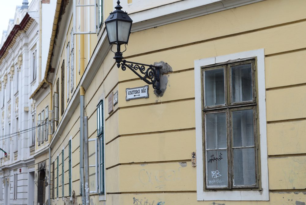 A Csorba Győző könyvtár is ebben az utcában volt