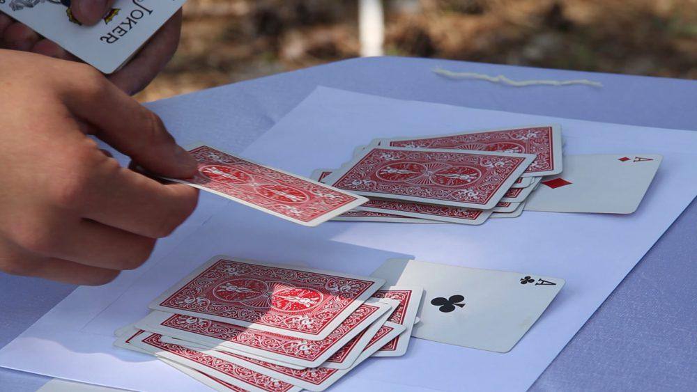 Kártyatrükkből tud több százat