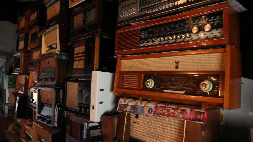 Több mint 500 rádió pihen náluk