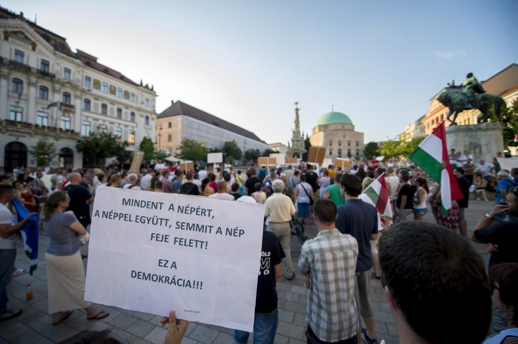 Illegális bevándorlás - Demonstráció Pécsett