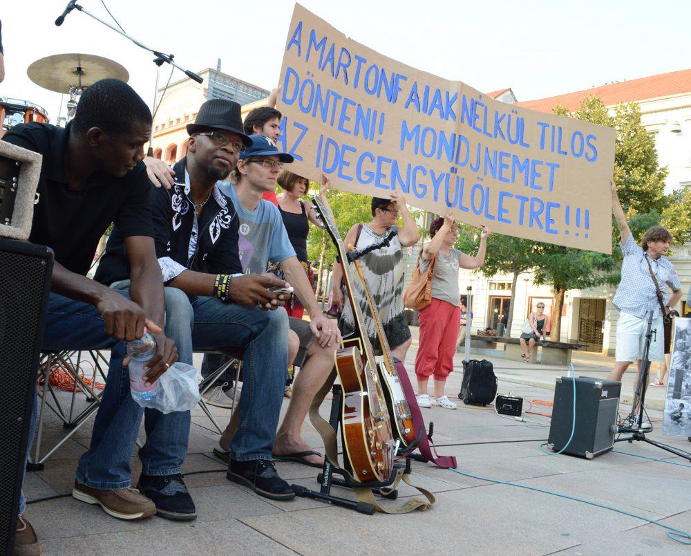 A kaliforniai együttes békésen végigpihente a tüntetést