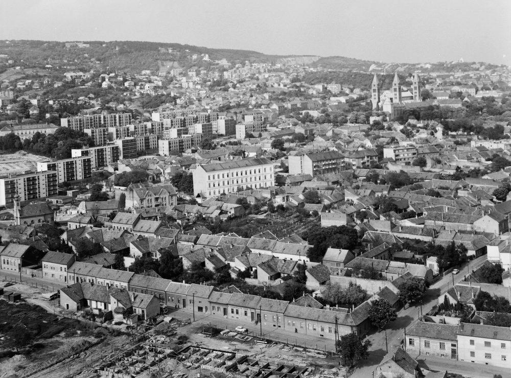 1975-ben ilyen kilátás volt a ház tetejéről