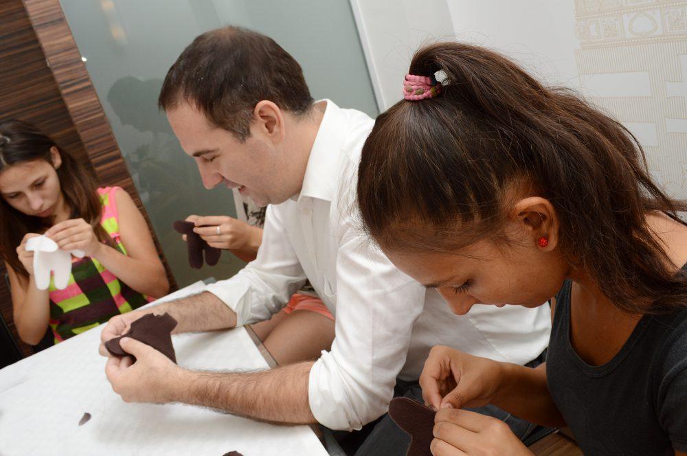Csizi Péter is készített mackót a gyerekekkel