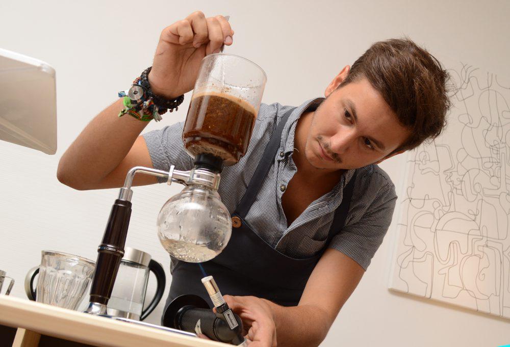 A Pécsi Kávéban lombikban is főznek kávét!