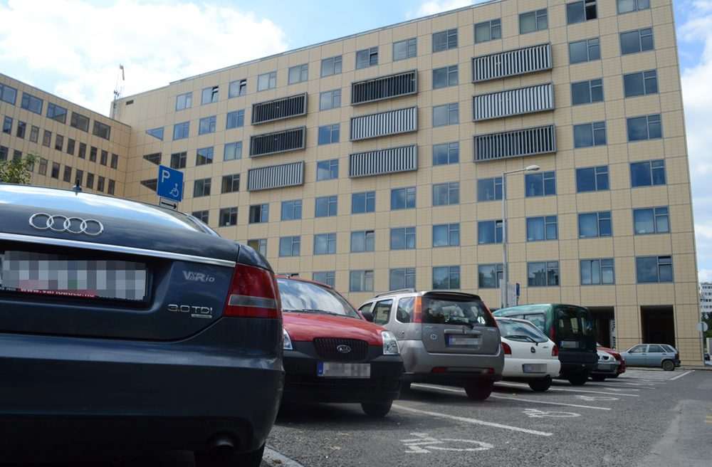 Probléma volt a parkolással a klinikai tömbnél