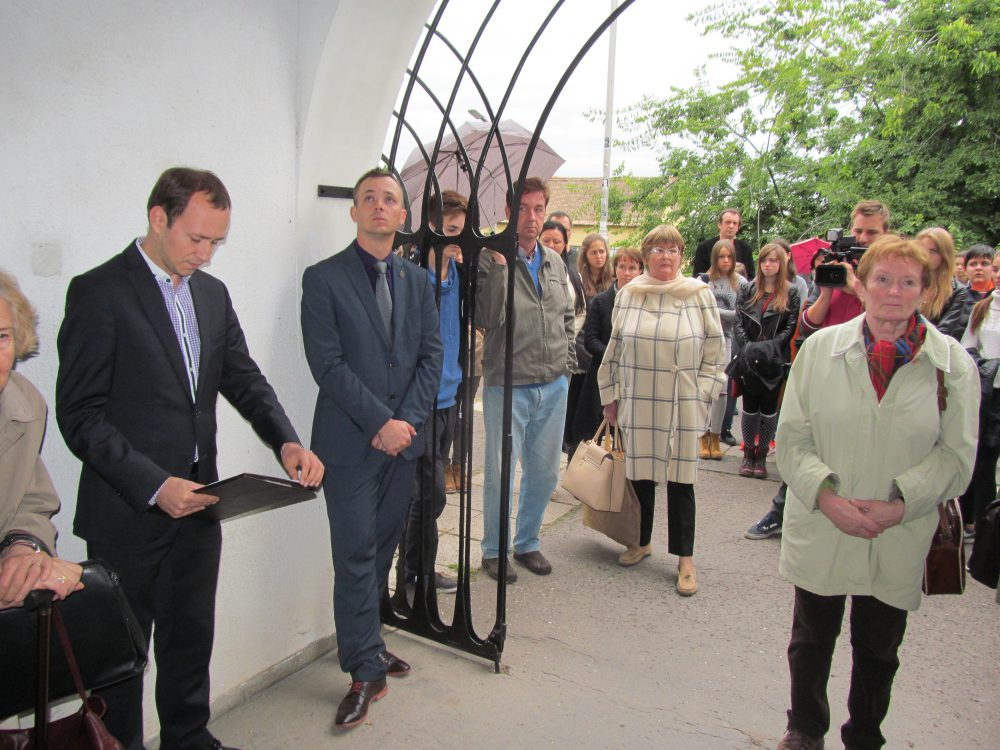Sokan gyűltek össze a Művészeti kapujánál