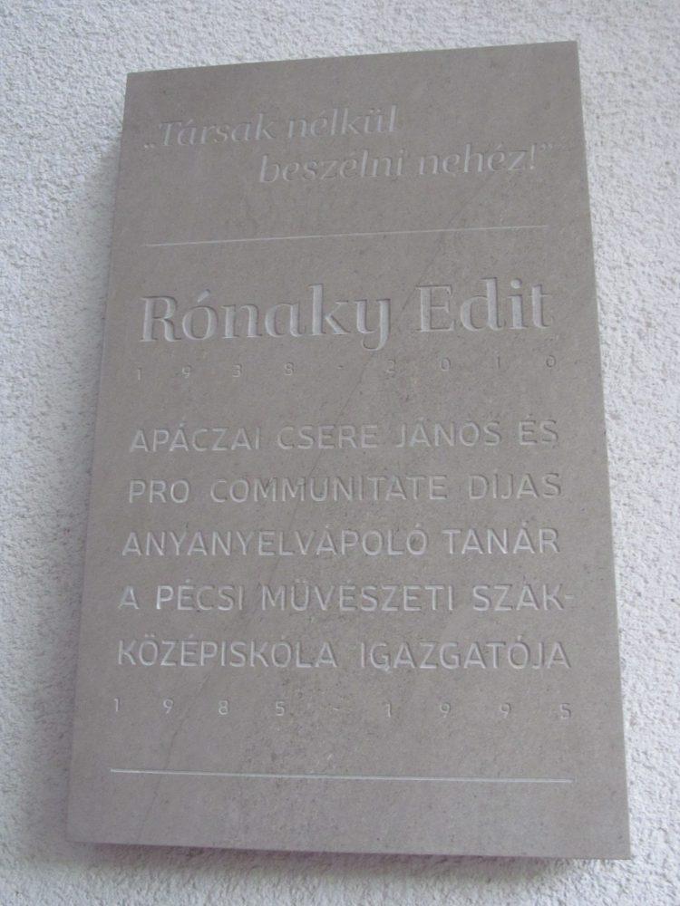 A tábla emlékezte Rónaky alázatos munkájára