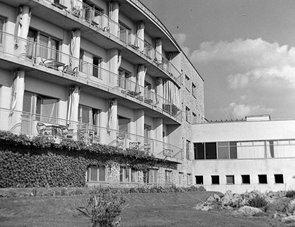 A modern szálló 1950-ben